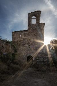 La iglesia de Finestres, por la mañana