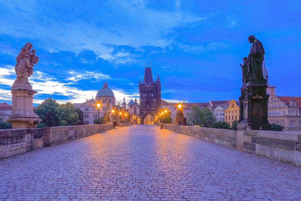 El puente de Carlos IV visto al amanecer. Praga.