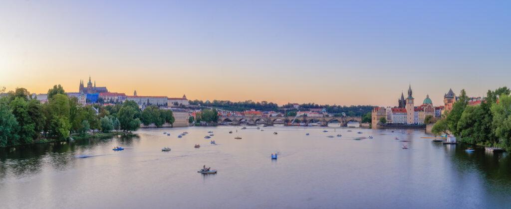 El puente de Carlos IV visto desde el Puente de las Legiones. Praga.